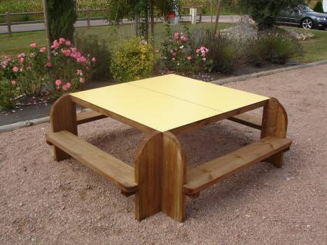TABLE CARREE ENFANTS